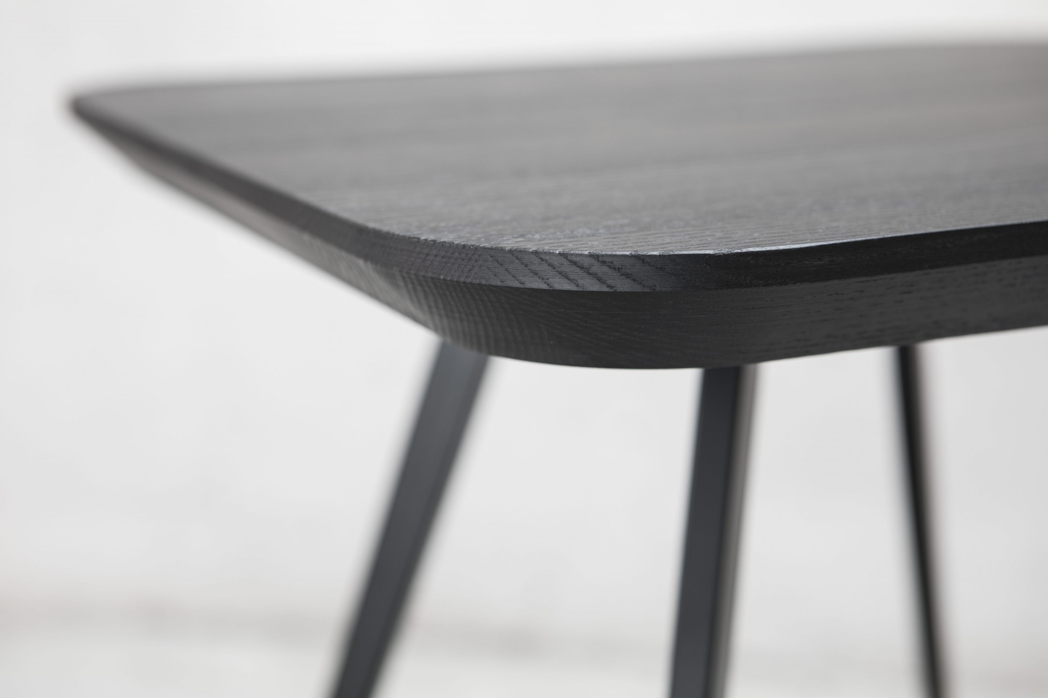 PARTICOLARE AKY SMALL TABLE MET (2)