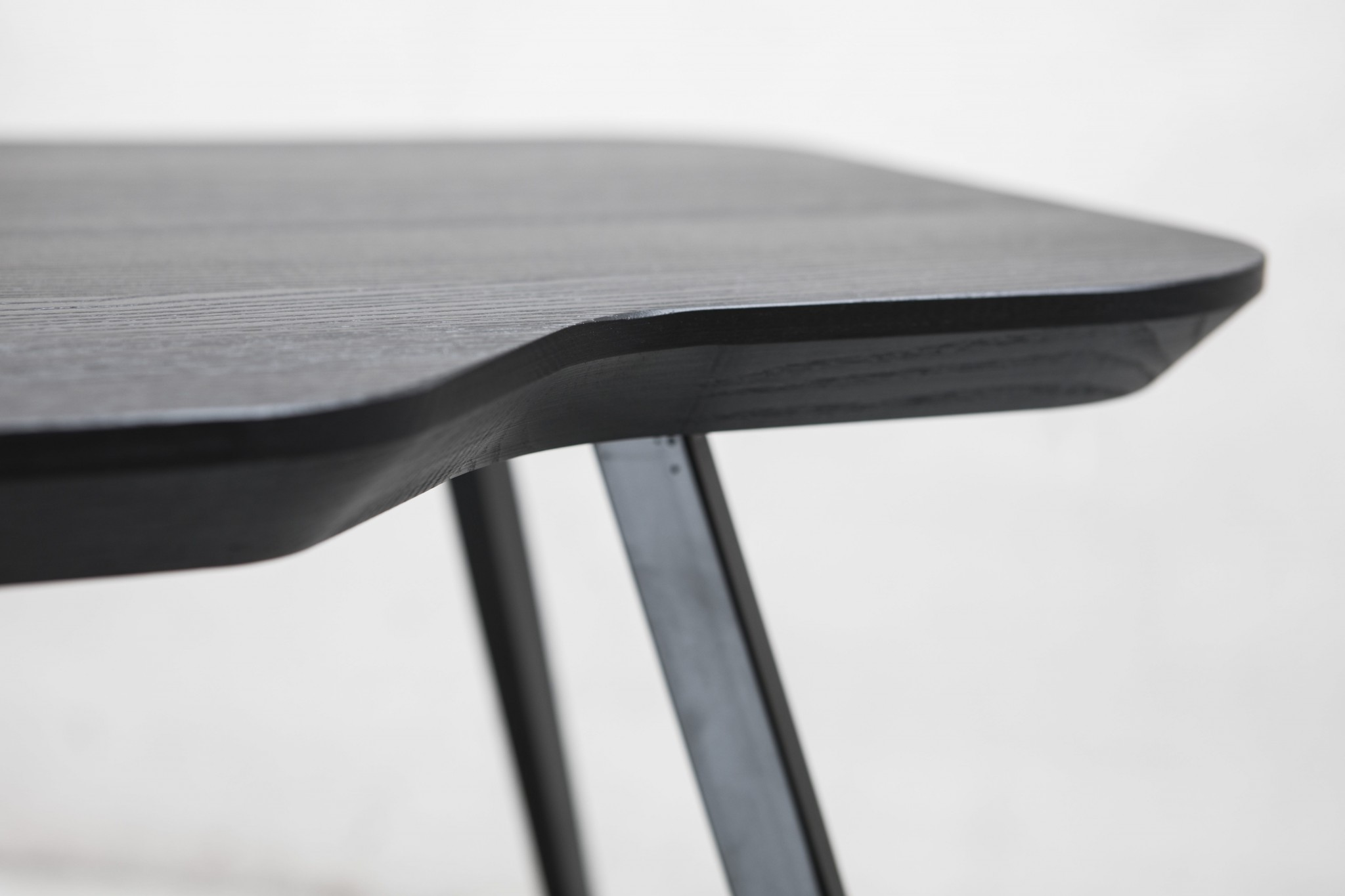 PARTICOLARE AKY SMALL TABLE MET