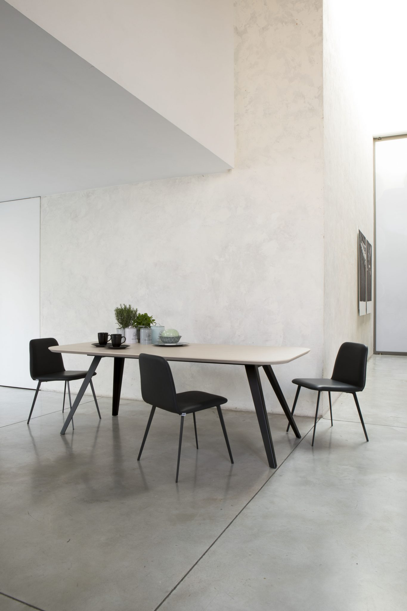 TABLE AKY + BARDOT MET SHOVEL